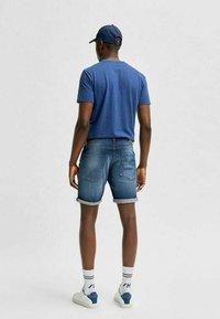 Selected Homme - BIO-BAUMWOLL - Jeansshorts - dark blue denim - 2