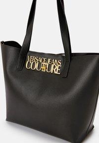 Versace Jeans Couture - SAFFIANO LOCK - Tote bag - nero - 8