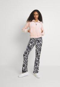 Juicy Couture - TANYA - Zip-up sweatshirt - pale pink - 1
