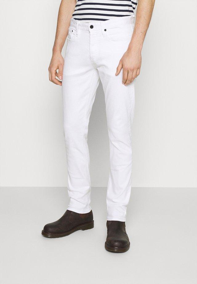RAZOR - Slim fit jeans - white