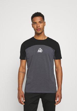 FRESWICK TEE - T-shirt print - asphalt/jet black/lime green