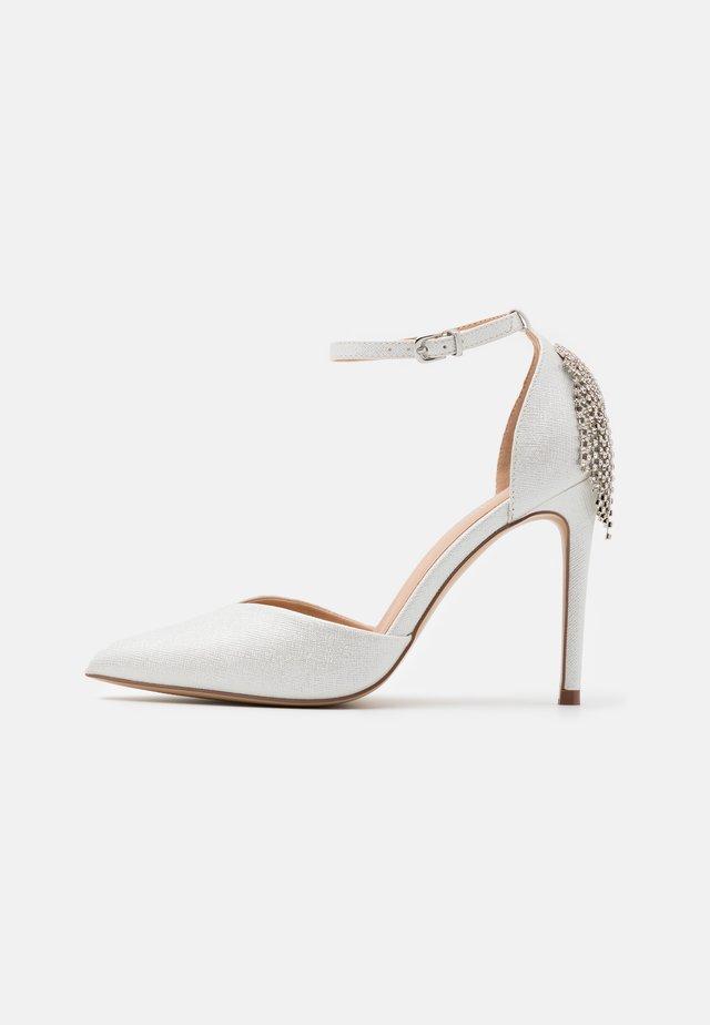CLEMETIS - High heels - white shimmer