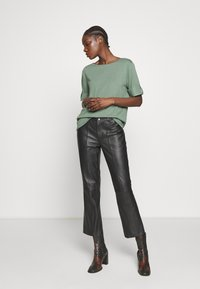 Esprit - TEXTURE - T-shirts med print - khaki green - 1