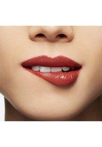 MAC - LOVE ME LIQUID LIPCOLOUR - Liquid lipstick - it`s all me - 2