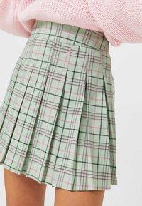 Stradivarius - KARIERTER - Áčková sukně - green - 3
