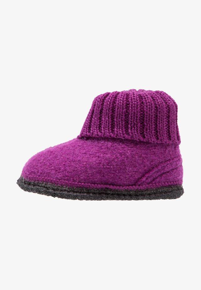 COZY - Slippers - purple