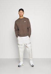 Nike Sportswear - CLUB CREW - Sweatshirt - ironstone - 1