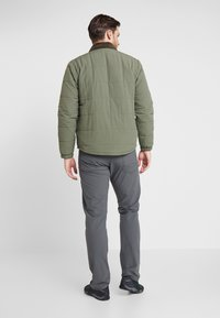 Patagonia - ISTHMUS QUILTED - Winter jacket - industrial green - 2
