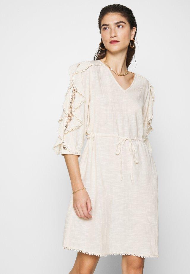 SLFJENNY 3/4 SHORT DRESS - Vestido informal - sandshell