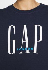 GAP - T-shirt z nadrukiem - navy - 5