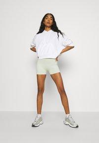 Even&Odd - SEAMLESS SHORT CYCLE SHORTS - Shorts - light green - 1