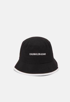 BUCKET INST - Hat - black