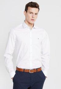 Tommy Hilfiger Tailored - POPLIN CLASSIC SLIM FIT - Kostymskjorta - white - 0