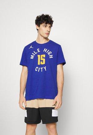 NBA NIKOLA JOKIC DENVER NUGGETS STATEMENT NAME & NUMBER TEE - Klubbkläder - rush blue