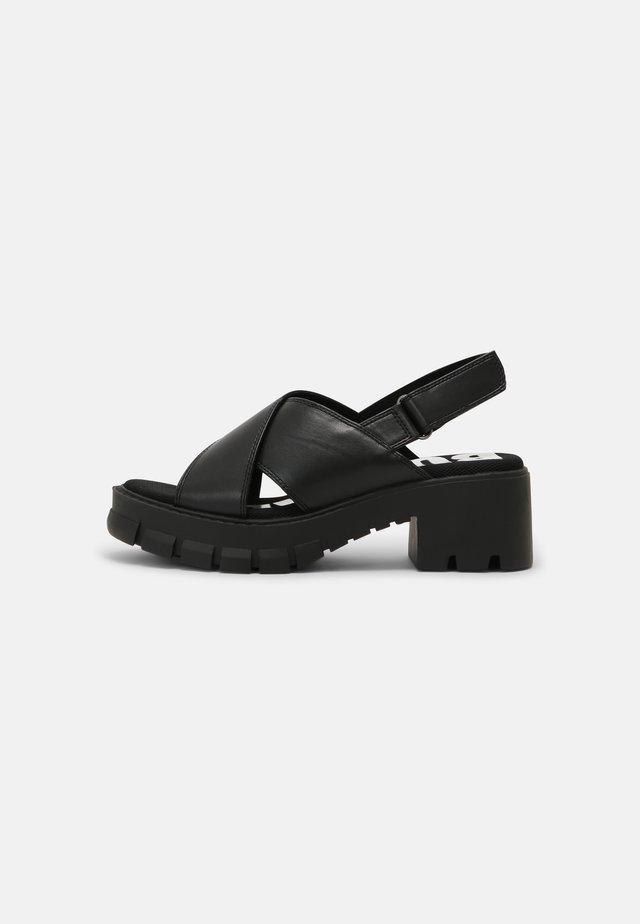 VEGAN REIKA - Sandalen met plateauzool - black