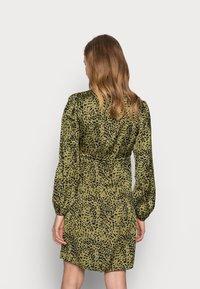 Pieces Maternity - PCMDANNI SHIRT DRESS - Shirt dress - black/olive - 2