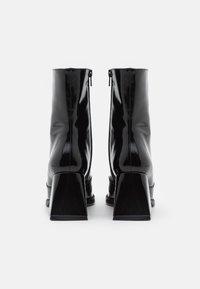 Topshop - VEGAN VINNIE BLOCK BOOT - Bottines - black - 3