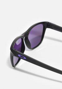 Oakley - MANORBURN UNISEX - Gafas de sol - matte black/violet - 2