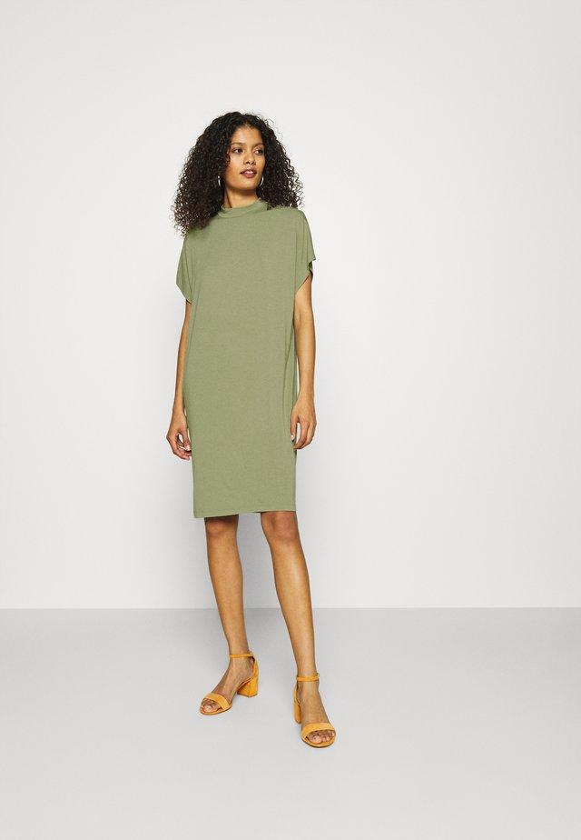 LINEA - Žerzejové šaty - oil green