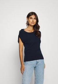 NAF NAF - MARCEAU - Print T-shirt - bleu marine - 0