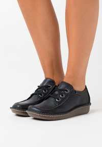 Clarks Unstructured - FUNNY DREAM - Casual lace-ups - navy - 0