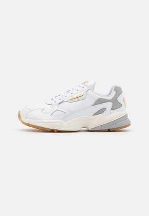 SPORTS INSPIRED SHOES - Tenisky - footwear white/offwhite