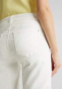 Esprit - FASHION DENIM SHORTS - Denim shorts - white - 3