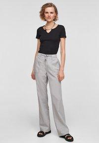 QS by s.Oliver - Pantalon classique - light grey - 1