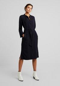 And Less - NEW CAJA DRESS - Denní šaty - blue nights - 0