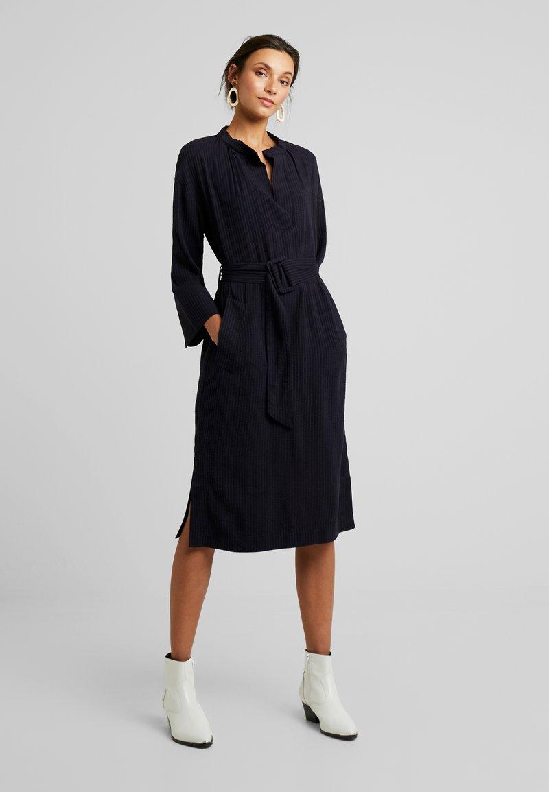 And Less - NEW CAJA DRESS - Denní šaty - blue nights