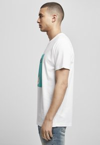 Mister Tee - MIC DROP  - Print T-shirt - white - 3
