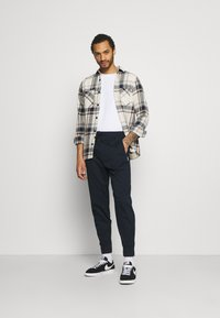 Hollister Co. - TAPER - Trousers - navy - 1