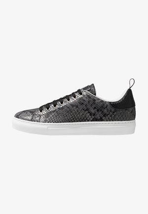 Baskets basses - stone/black
