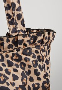 Loeffler Randall - ROXANA LARGE TOTE - Shopping bag - camel - 5