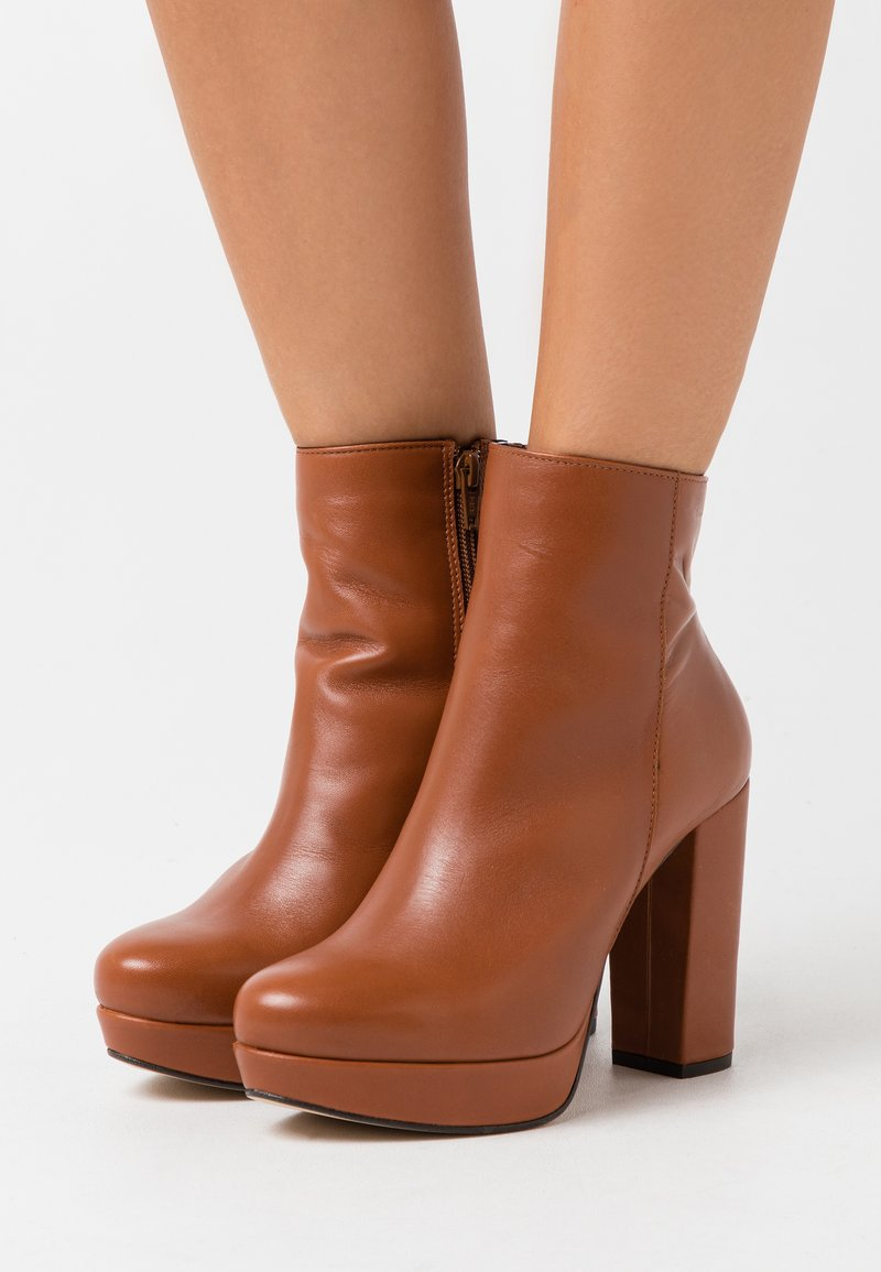 Bullboxer - High heeled ankle boots - brown
