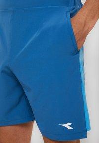 Diadora - BERMUDA EASY TENNIS - Träningsshorts - blue deep water - 3