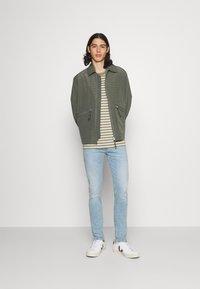 Calvin Klein Jeans - SKINNY - Skinny-Farkut - denim medium - 1