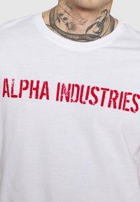 Alpha Industries - MOTO  - Printtipaita - white - 5