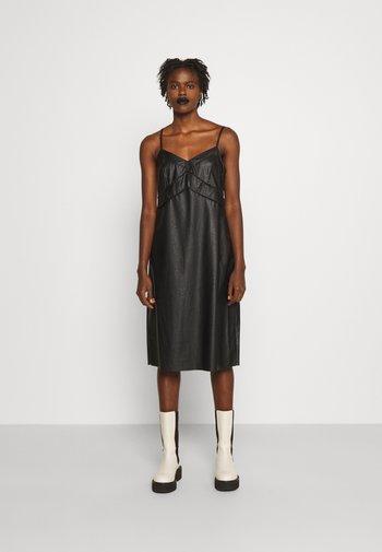 DRESS - Shift dress - black