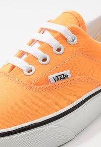 Vans - ERA - Trainers - blazing orange/true white - 6