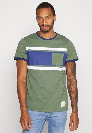 ROY - Print T-shirt - duck green