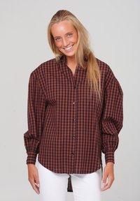 Noella - TATE - Button-down blouse - terracotta checks - 0