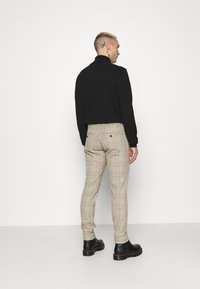 Only & Sons - ONSMARK PANT CHECK - Tygbyxor - chinchilla - 2
