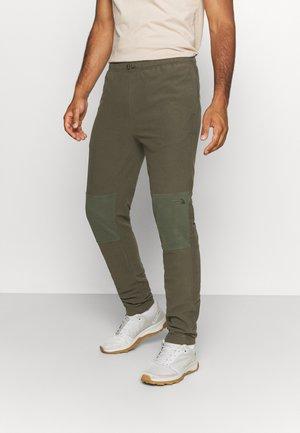 GLACIER PANT - Teplákové kalhoty - green thyme