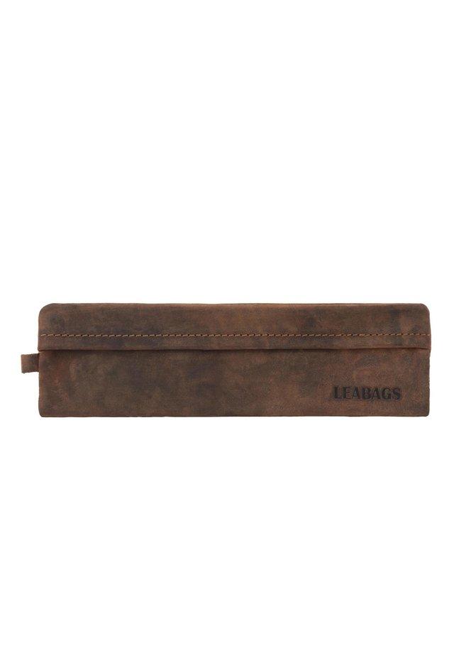 FORT VAUX - Pencil case - rouge