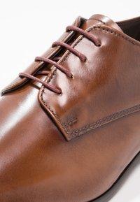 Zign - Elegantní šněrovací boty - tan - 5