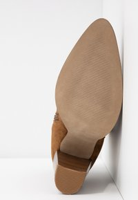 KIOMI - Classic ankle boots - brown - 6