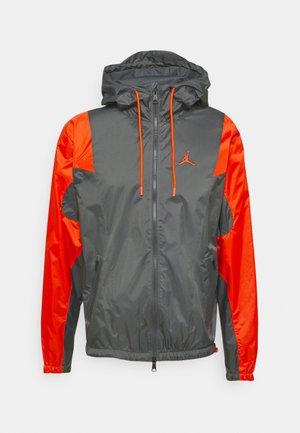 JACKET - Träningsjacka - iron grey/orange