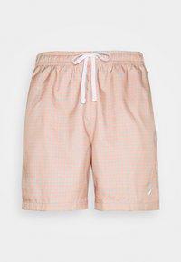 Nike Sportswear - FLOW GRID - Shortsit - crimson bliss/white - 4