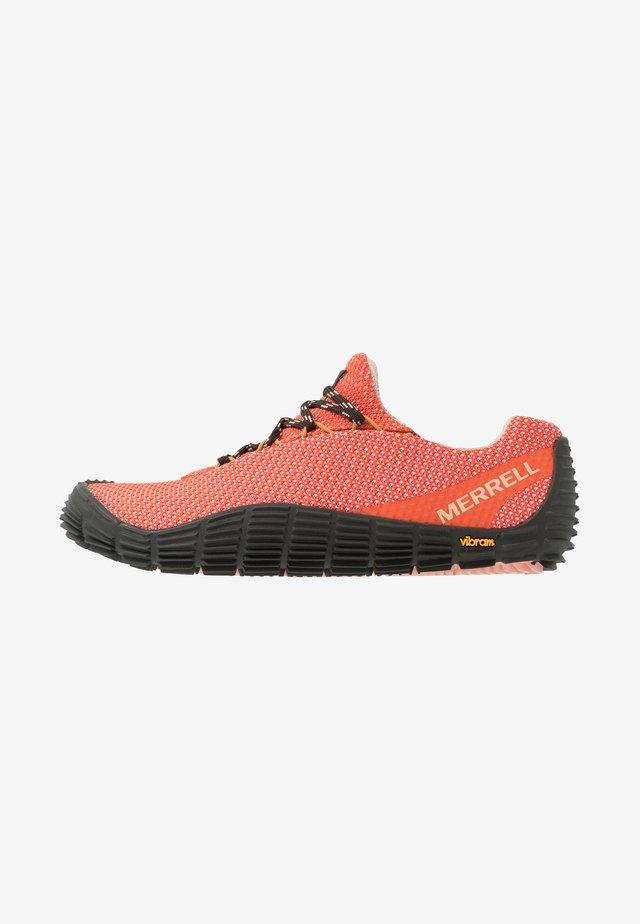 MOVE GLOVE - Chaussures d'entraînement et de fitness - goldfish